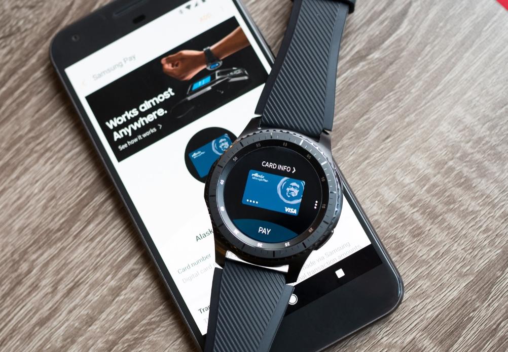 Samsung смартфон и часы
