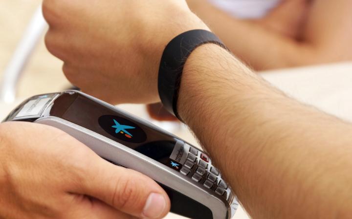 как оплачивать покупки браслетом от Альфа-Банка
